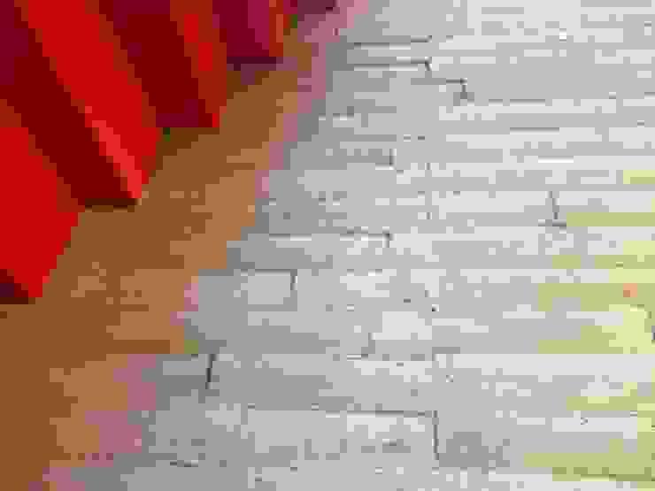 Concrete Wallpaper XSTONE Paredes y pisos de estilo rústico de XSTONE Bodenbelags GmbH Rústico