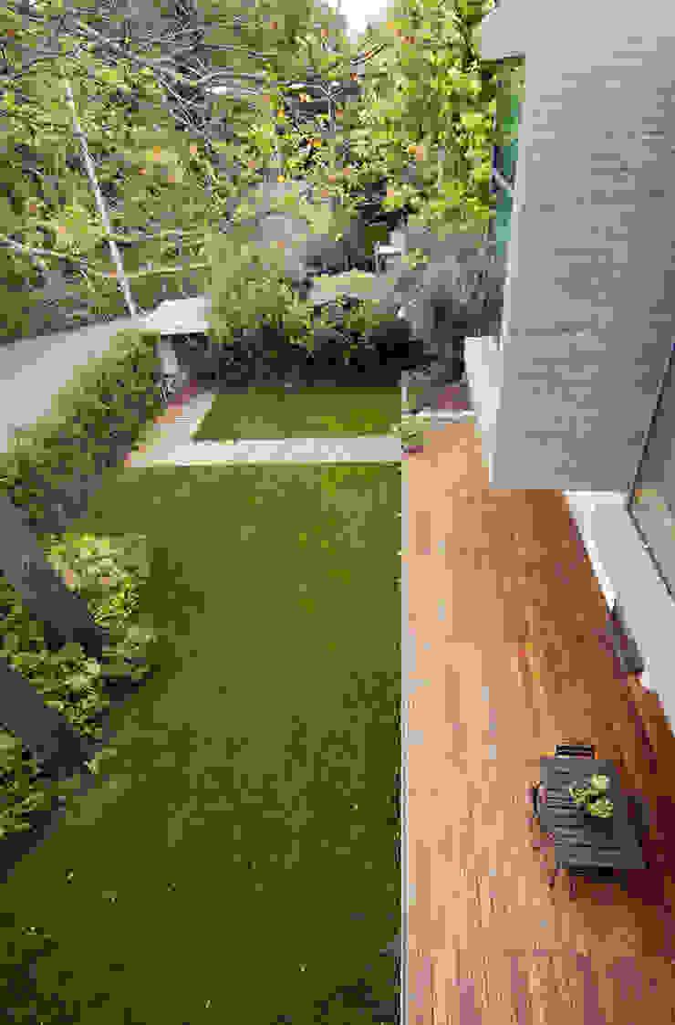 Jardins modernos por NAT OFFICE - christian gasparini architect Moderno