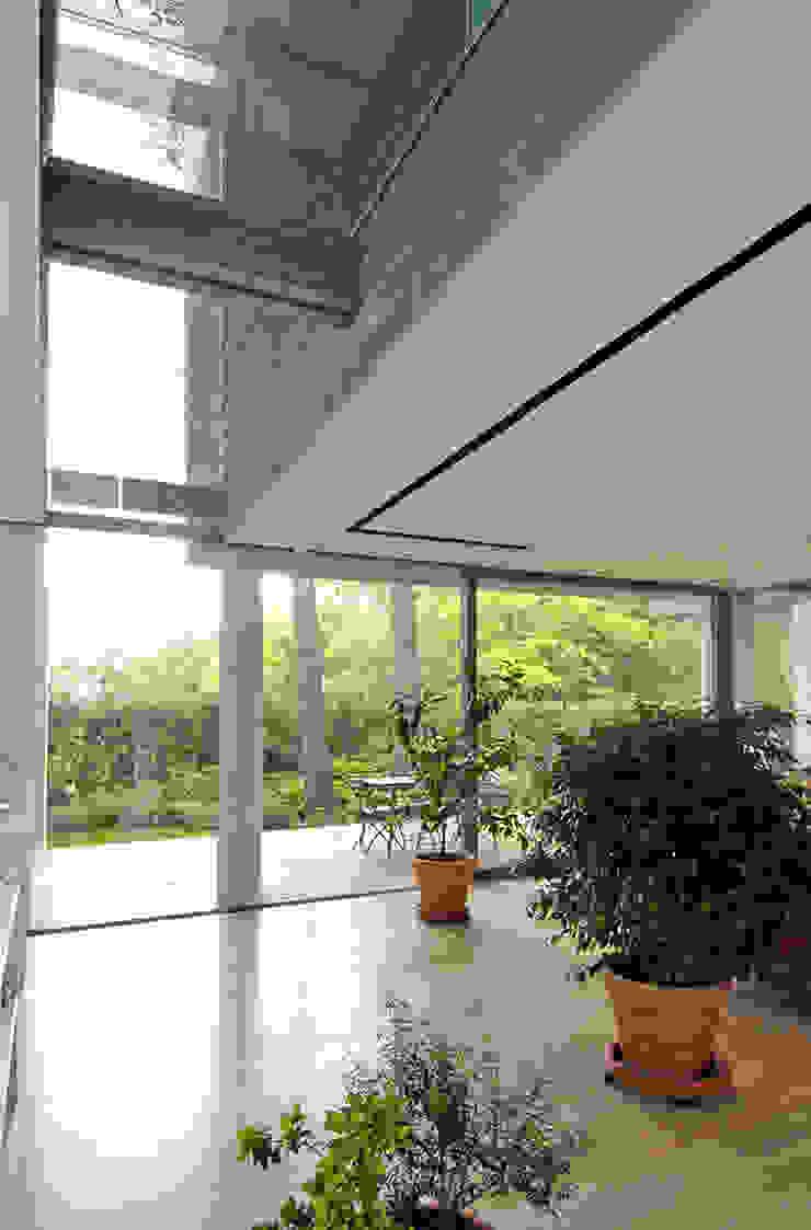 Varandas, alpendres e terraços modernos por NAT OFFICE - christian gasparini architect Moderno