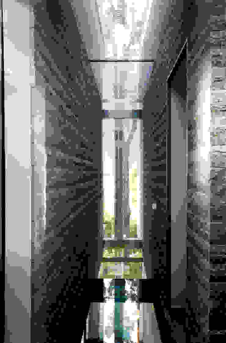 Modern corridor, hallway & stairs by NAT OFFICE - christian gasparini architect Modern