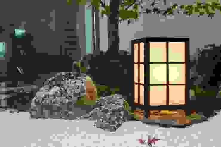 Jardin patio interior estilo zen: Jardines japoneses de estilo  de Jardines Japoneses -- Estudio de Paisajismo, Minimalista