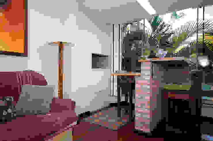 Projeto Apartamento de Casal Paredes e pisos coloniais por Malu Soeiro Reforma, Arte e Design Colonial