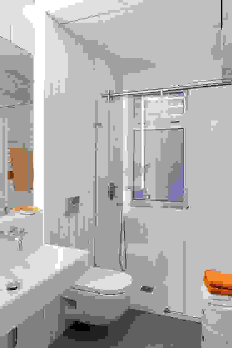 Piso en Vigo Baños de estilo moderno de Castroferro Arquitectos Moderno