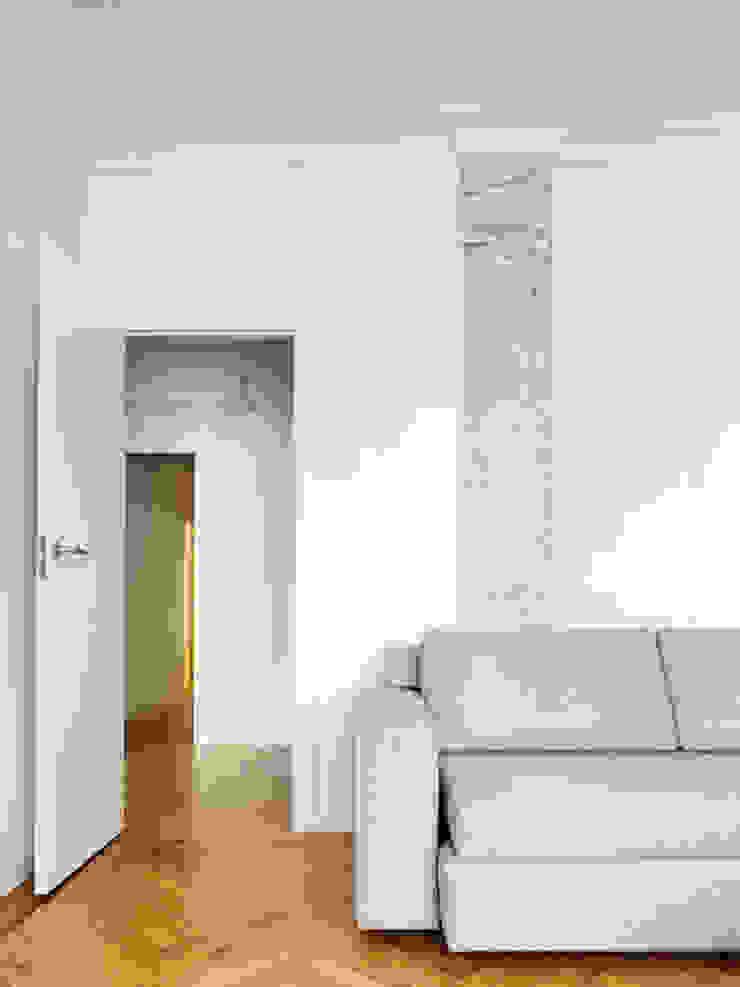 Piso en Vigo Salones de estilo moderno de Castroferro Arquitectos Moderno
