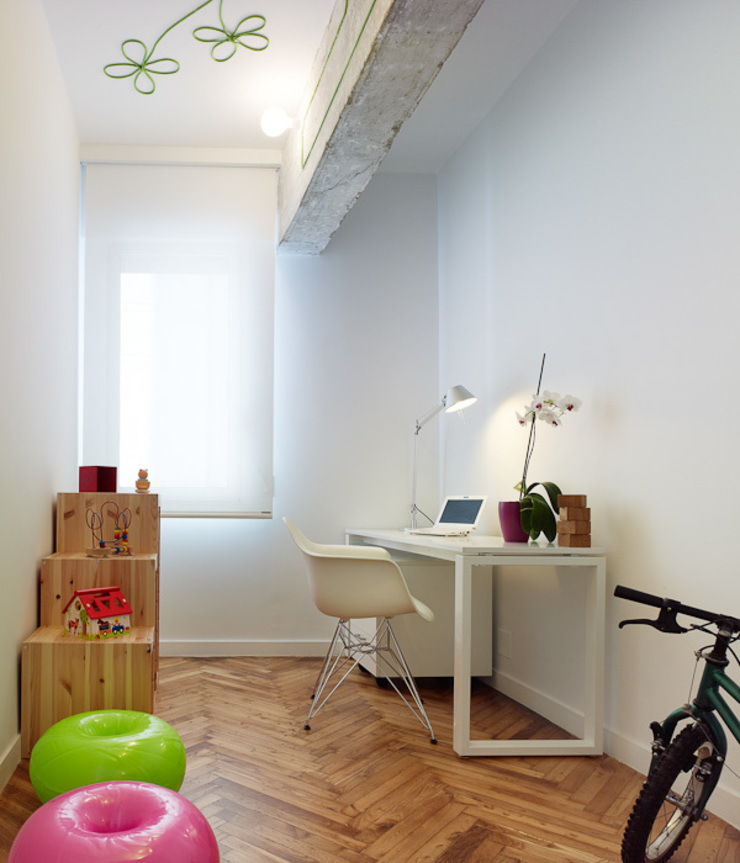 Piso en Vigo Estudios y despachos de estilo moderno de Castroferro Arquitectos Moderno
