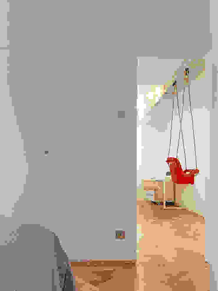 Piso en Vigo Dormitorios de estilo moderno de Castroferro Arquitectos Moderno