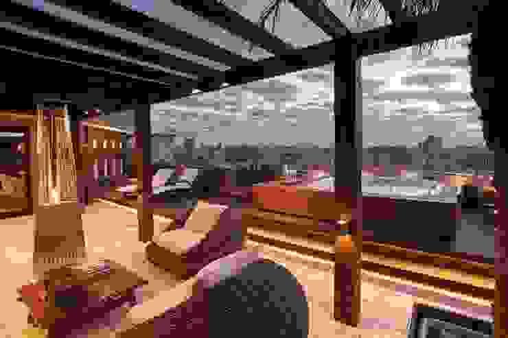 Balcones y terrazas modernos: Ideas, imágenes y decoración de Adriane Cesa Arquitetura Moderno