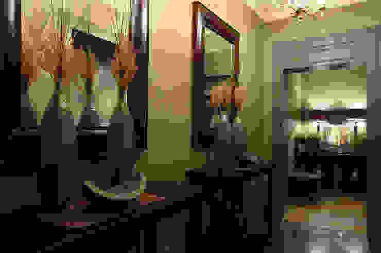Квартира в Москве в Щемиловском переулке Коридор, прихожая и лестница в классическом стиле от Дизайн бюро Татьяны Алениной Классический