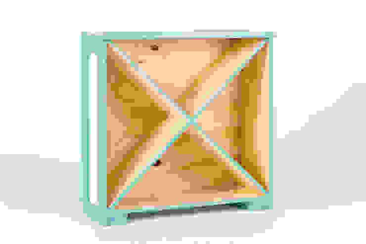 George Condo Bookcase od crateive Industrialny