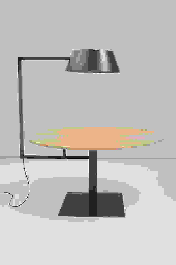 Lamptafel: modern  door Firma 400, Modern