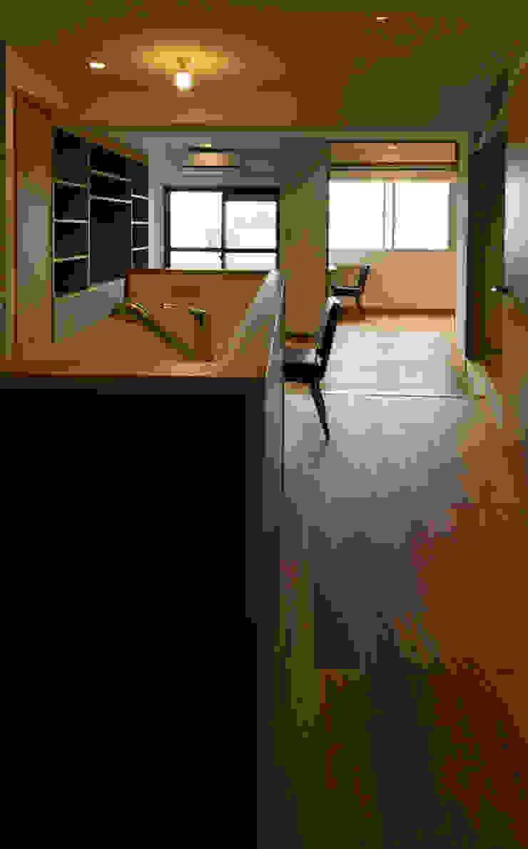根津・ROOM・T(NEZU・ROOM・T) ミニマルデザインの キッチン の 吉田裕一建築設計事務所 ミニマル 木 木目調