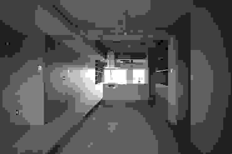 駒場・ROOM・S(KOMABA・ROOM・S) ミニマルスタイルの 玄関&廊下&階段 の 吉田裕一建築設計事務所 ミニマル 鉄筋コンクリート