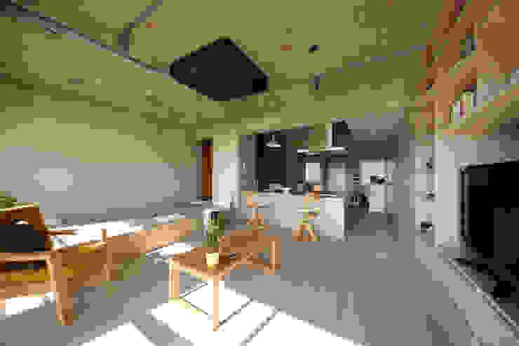 駒場・ROOM・S(KOMABA・ROOM・S) ミニマルデザインの リビング の 吉田裕一建築設計事務所 ミニマル 木 木目調
