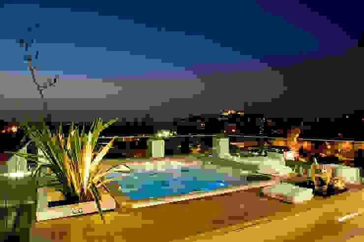 Modern balcony, veranda & terrace by Studio Architettura Carlo Ceresoli Modern