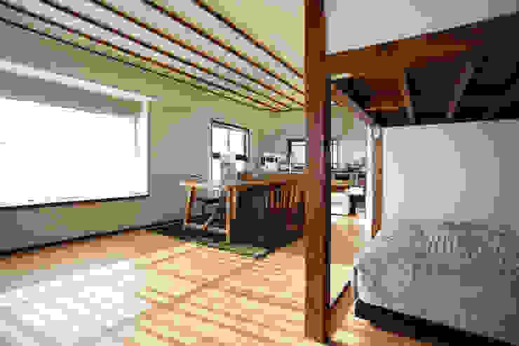 御嶽山・ROOM・T(ONTAKESAN・ROOM・T) 和風デザインの リビング の 吉田裕一建築設計事務所 和風 木 木目調