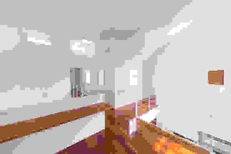 蔵波・HOUSE・T(KURANAMI・HOUSE・T) モダンデザインの 多目的室 の 吉田裕一建築設計事務所 モダン