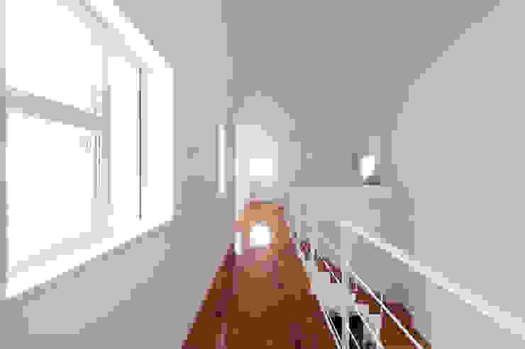 蔵波・HOUSE・T(KURANAMI・HOUSE・T) モダンスタイルの 玄関&廊下&階段 の 吉田裕一建築設計事務所 モダン