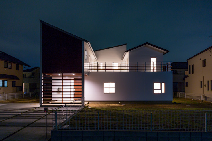 蔵波・HOUSE・T(KURANAMI・HOUSE・T) モダンな 家 の 吉田裕一建築設計事務所 モダン 金属