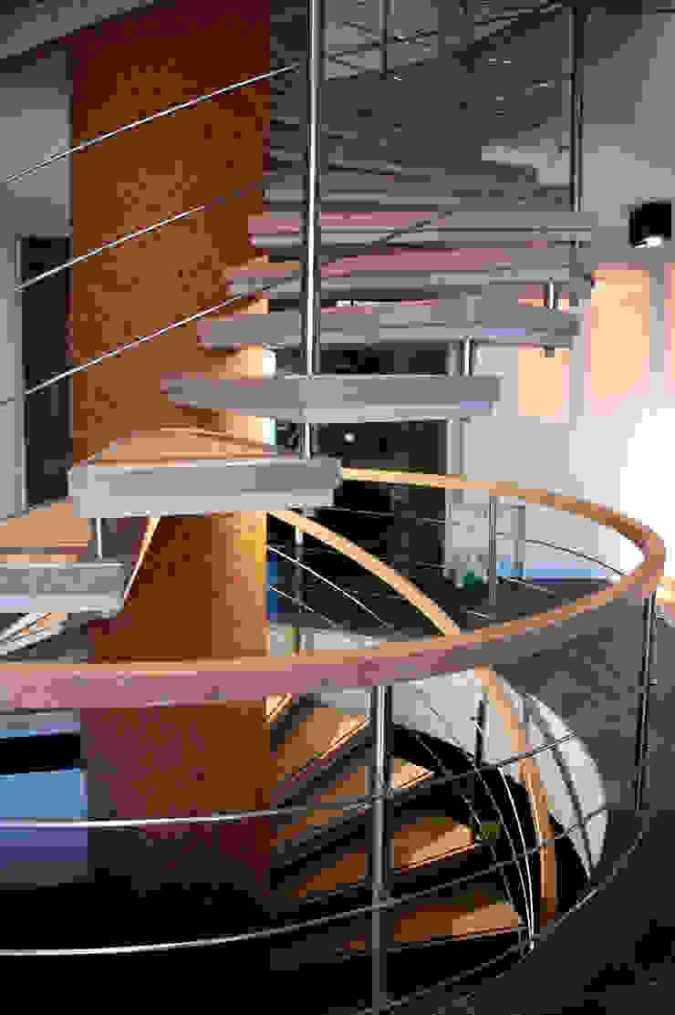 Лестница (DZ)M Интеллектуальный Дизайн Коридор, прихожая и лестница в стиле лофт