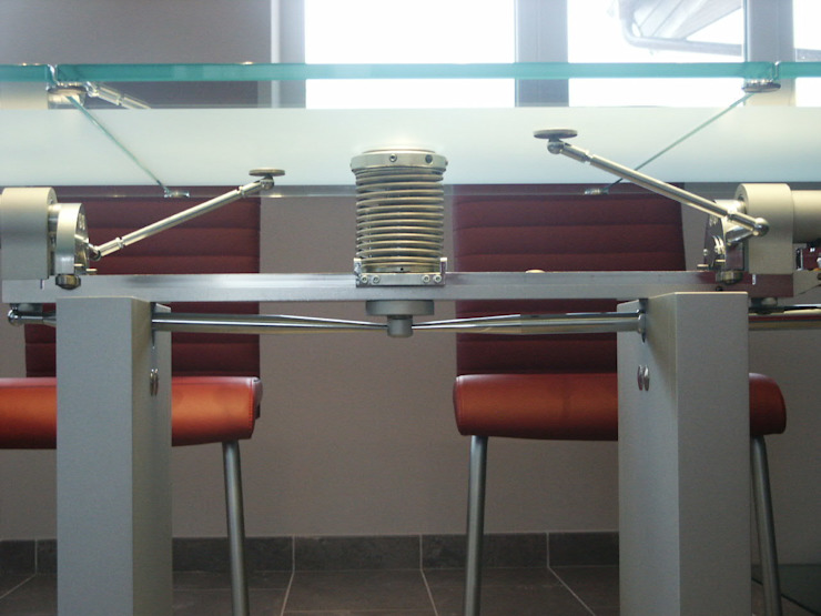 обеденный стол ronald schmitt möbel (DZ)M Интеллектуальный Дизайн Столовая комнатаСтолы