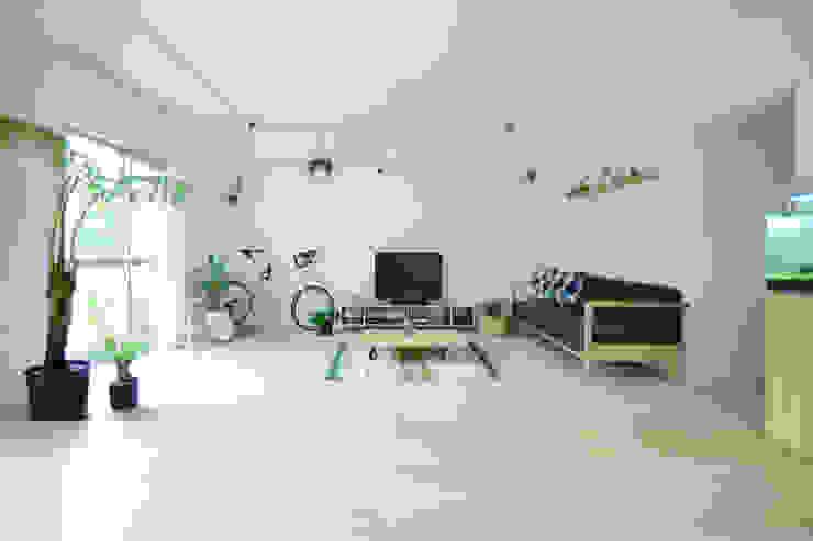 荏田・ROOM・M(EDA・ROOM・M): 吉田裕一建築設計事務所が手掛けたリビングです。,ミニマル