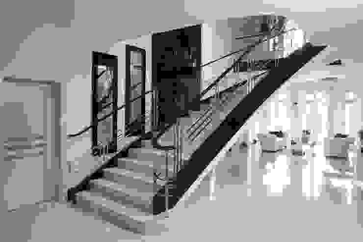 Grand Design Staircases info1161 Klassischer Flur, Diele & Treppenhaus