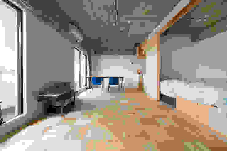 Modern Living Room by 吉田裕一建築設計事務所 Modern
