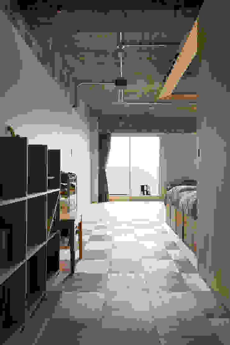 Modern Corridor, Hallway and Staircase by 吉田裕一建築設計事務所 Modern