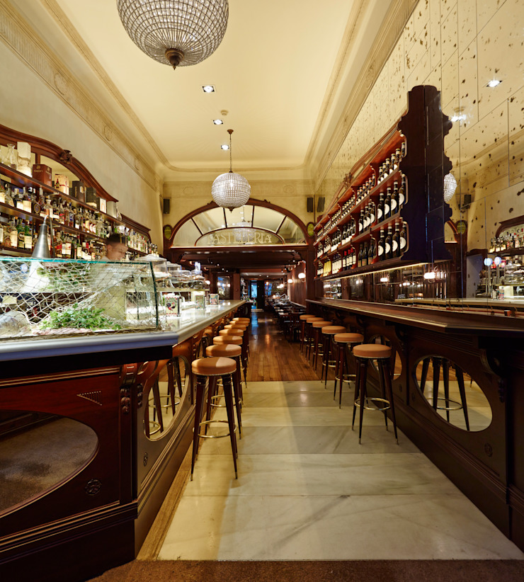 Barra de bar Gastronomía de estilo clásico de Carlos Martinez Interiors Clásico
