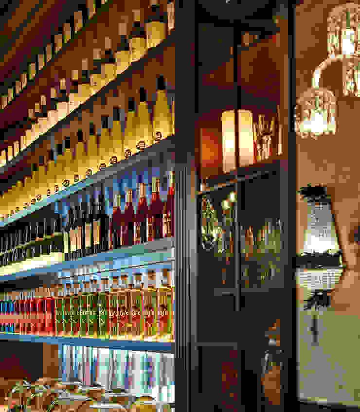 Detalle estanterias Gastronomía de estilo clásico de Carlos Martinez Interiors Clásico
