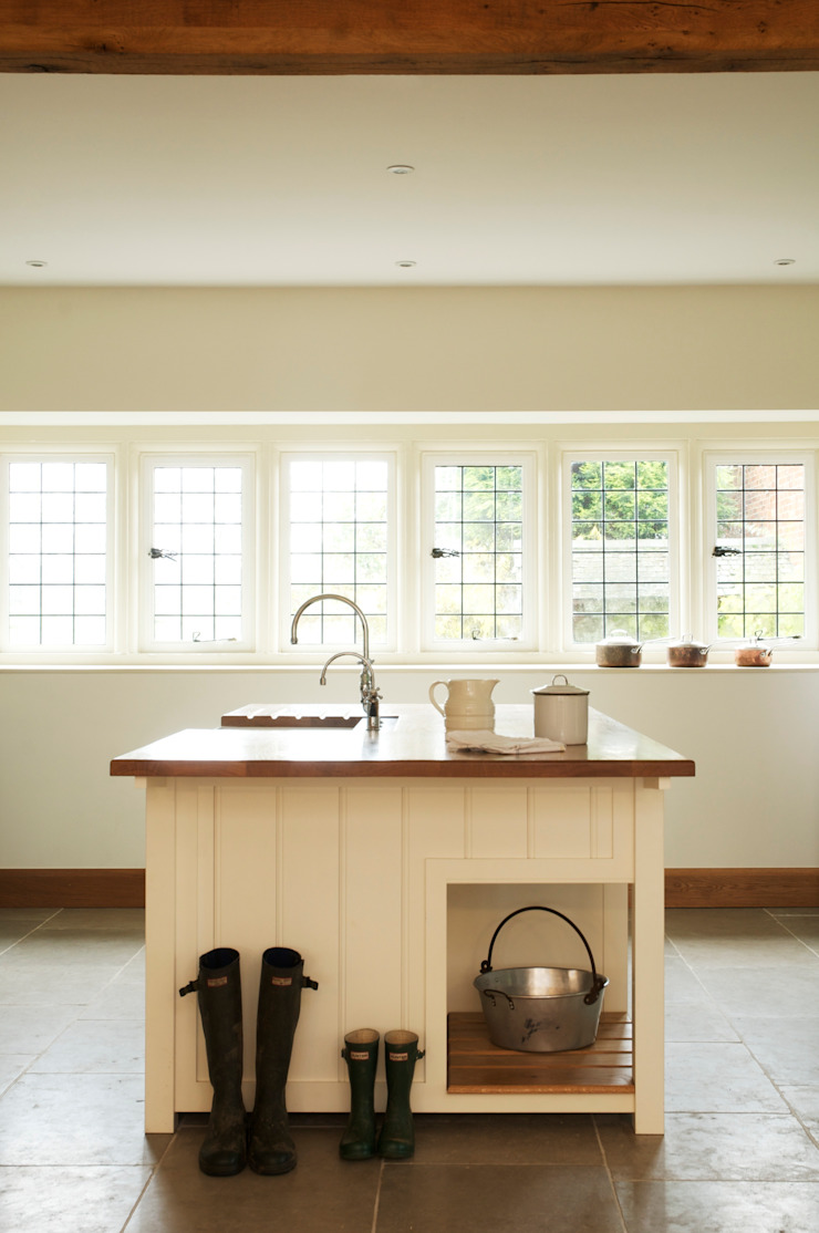 The Osgathorpe Classic English Kitchen by deVOL Country style houses by deVOL Kitchens Country
