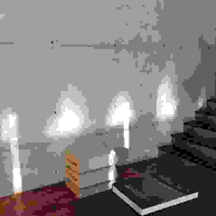 KL wnetrza Nowoczesny korytarz, przedpokój i schody od Jednacz Architekci Nowoczesny