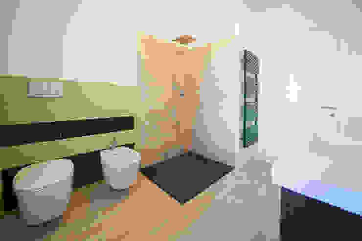 bagno Bagno moderno di andrea lazzaro architetto Moderno