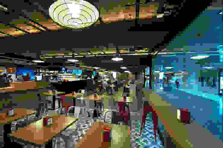 Zona cafetería Bares y clubs de estilo industrial de Carlos Martinez Interiors Industrial