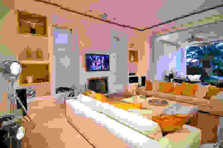 Ruang Keluarga Modern Oleh Studio Cinque Modern