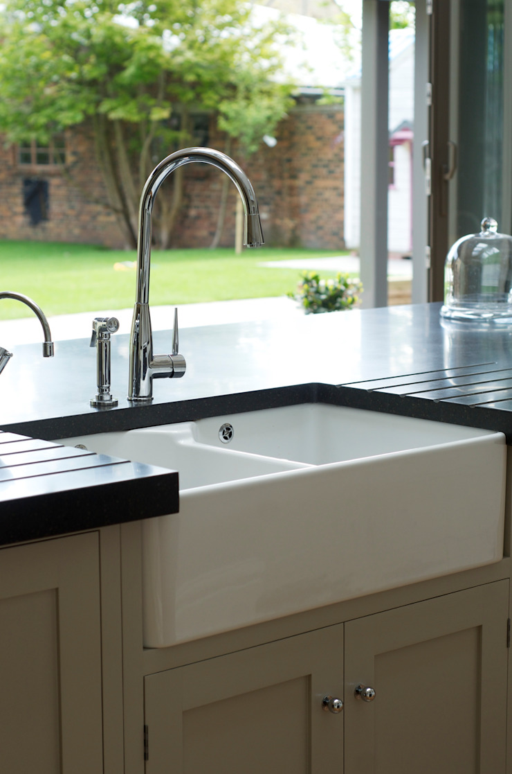 The Newcastle Shaker Kitchen by deVOL Classic style kitchen by deVOL Kitchens Classic