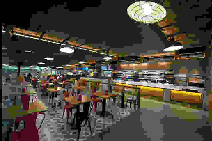 Acceso Self-service Bares y clubs de estilo industrial de Carlos Martinez Interiors Industrial