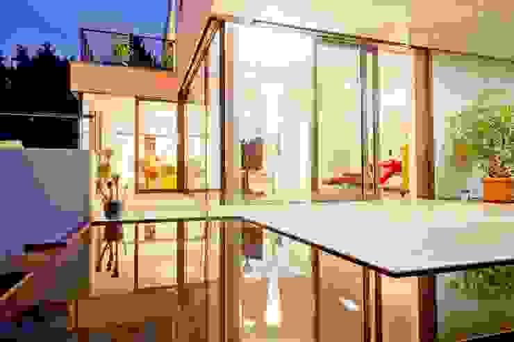 Terrasse bei Nacht Moderner Balkon, Veranda & Terrasse von Knychalla + Team, Architekten, Stadtplaner GmbH Modern