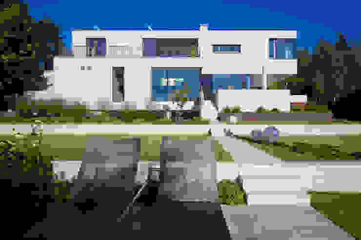 Gartenansicht Moderne Häuser von Knychalla + Team, Architekten, Stadtplaner GmbH Modern
