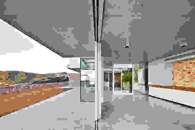 Juncal & Rodney house Salones de estilo mediterráneo de Pepe Gascón arquitectura Mediterráneo