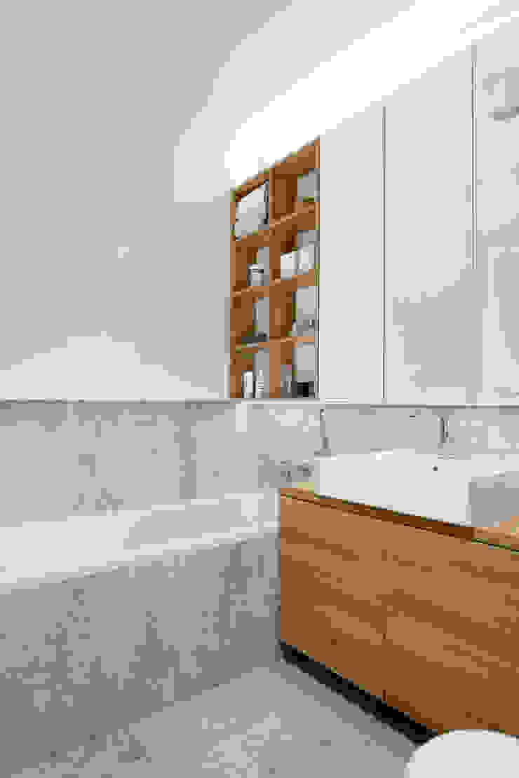 Mieszkanie MiM Minimalistyczna łazienka od 081 architekci Minimalistyczny