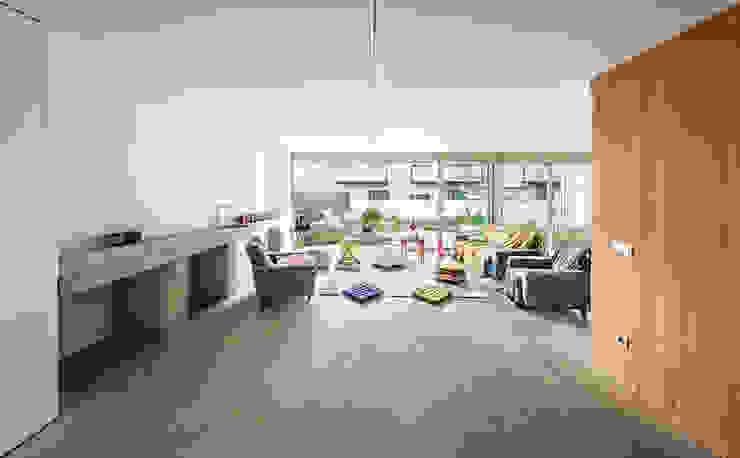 Casa Migdia Garajes de estilo industrial de Sau Taller d'Arquitectura Industrial