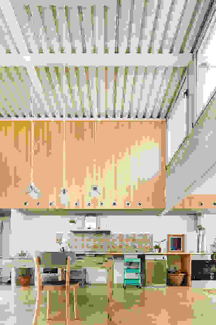 Casa Migdia Cocinas de estilo minimalista de Sau Taller d'Arquitectura Minimalista