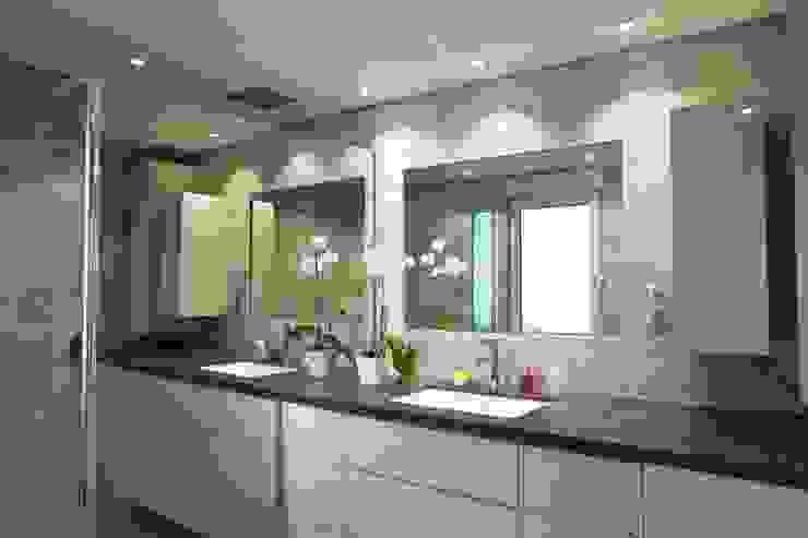 Baños de estilo moderno de A3Design Moderno