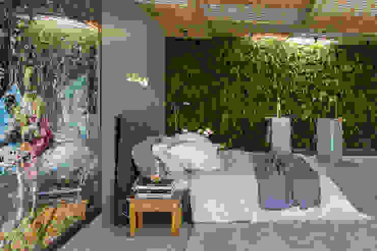 Camera da letto moderna di Gisele Taranto Arquitetura Moderno