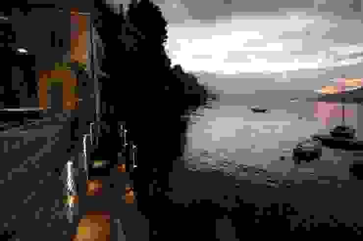 Villa Silva - Torno Lago di Como Balcone, Veranda & Terrazza in stile classico di Archiluc's - Studio di Architettura Stefano Lucini Architetto Classico