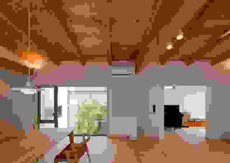 リビング ダイニング モダンデザインの ダイニング の 森建築設計室 モダン