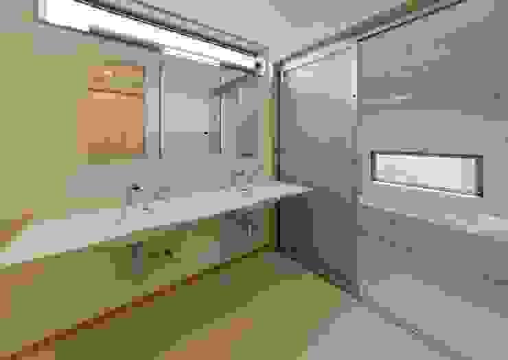 洗面 浴室 モダンスタイルの お風呂 の 森建築設計室 モダン