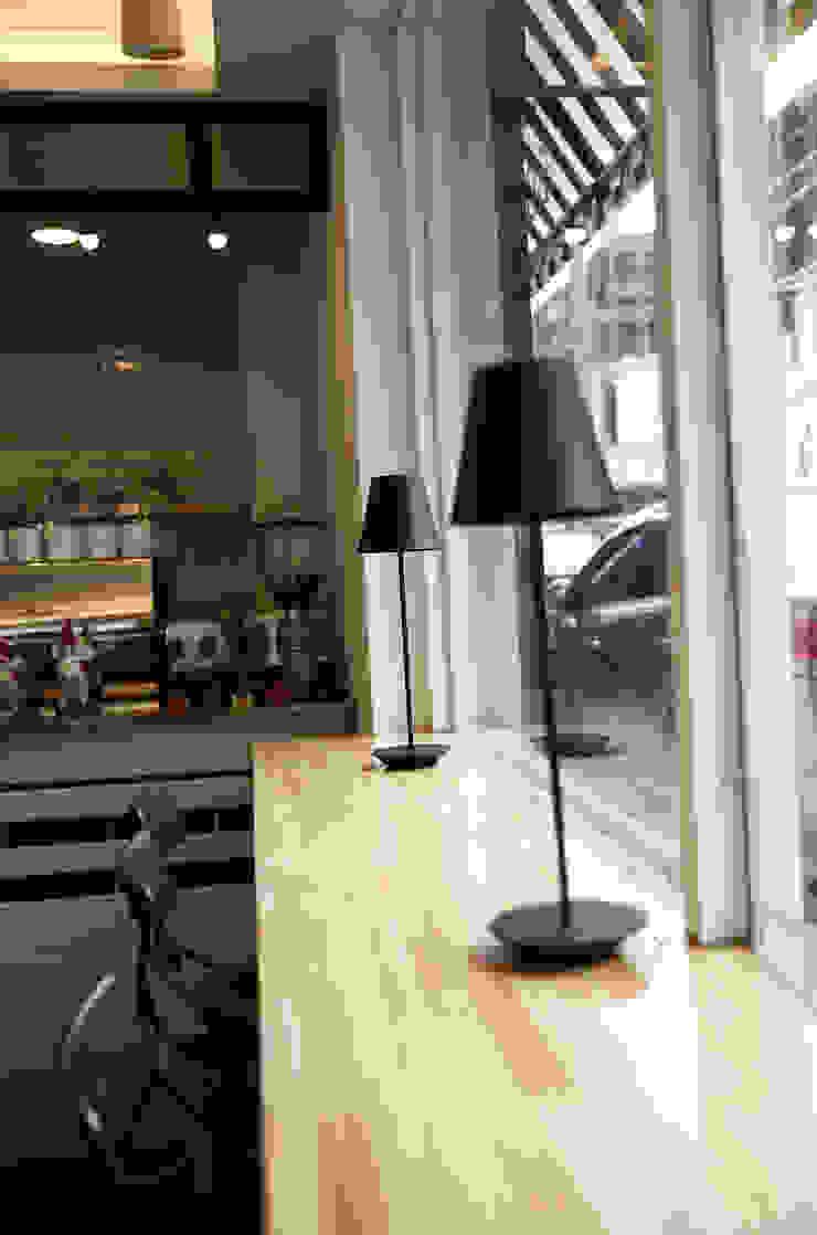아기자기한 카페공간 <q>BONBON</q>: 1204디자인의 현대 ,모던