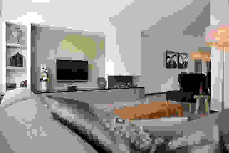 Overzicht van de woonkamer met haard Moderne woonkamers van Hemels Wonen interieuradvies Modern